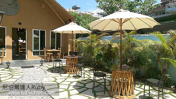 The Coffee的庭院十分清爽舒適。