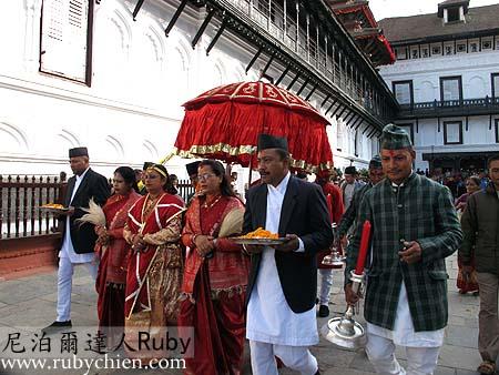 來自廓爾喀的Fulpati送抵哈努曼門。
