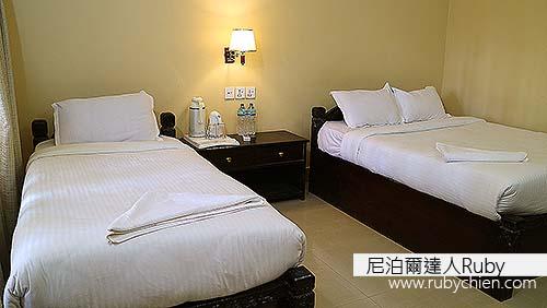 客房舒適、用色簡潔、燈光明亮,並以地板取代不知是否清潔的地毯,在這兒的五個晚上,因採訪行程滿檔而疲累的我都得以完全放鬆。