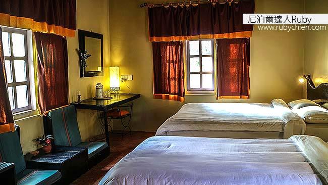客房舒適並適時加入本地元素。