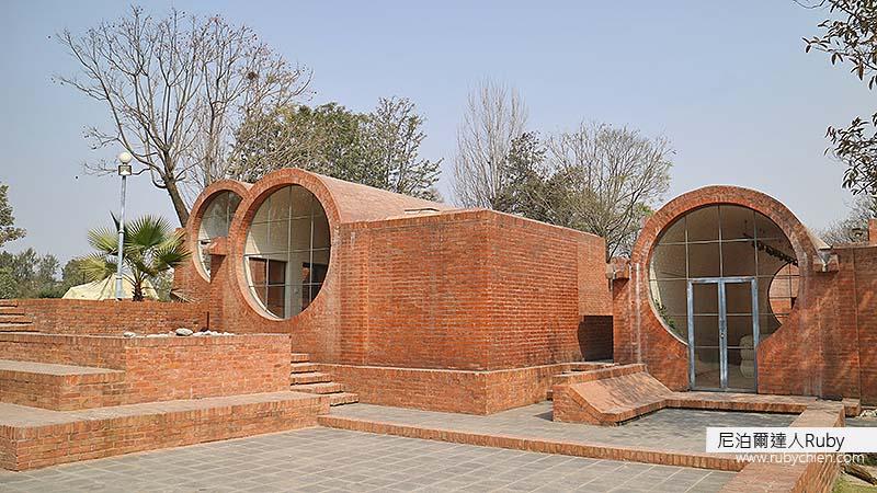 圓管狀造型的紅磚建築,是Taragaon Museum的特色。