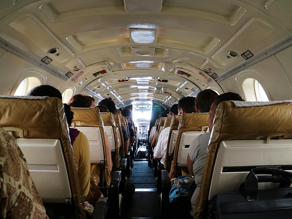 18人座飛機,空間狹小,成人甚至無法站直