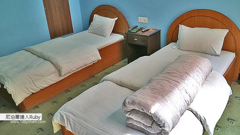 最近一次採訪住的是兩張單人床的房型,也頗舒適(一張床可以拿來堆東西不用整理,對每天東奔西跑忙到半夜的我來說倒也很省事)