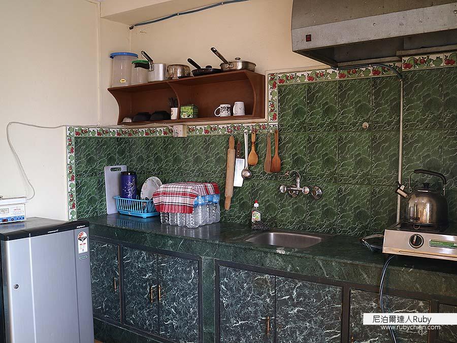 廚房裡有些許鍋具與餐具,不管長住或短住都很方便。